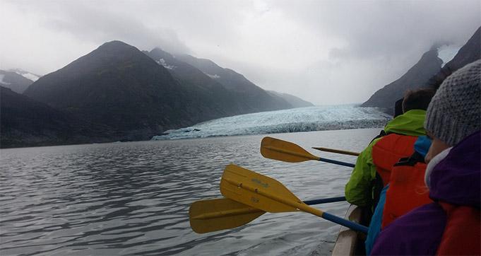 Laivu brauciens pie ledāja
