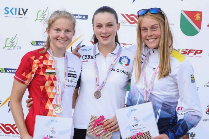 podium-junior-ladies.jpg